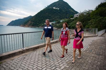 Jarin ja Päivin kanssa kävelyllä Hong Kong Islandin rannalla